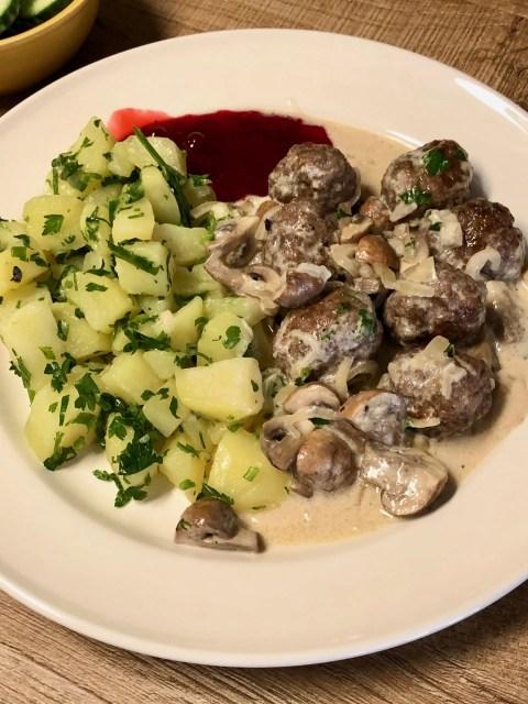 Köttbullar met peterselie aardappelen