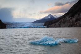 Glacier Grey mit Eisscholle