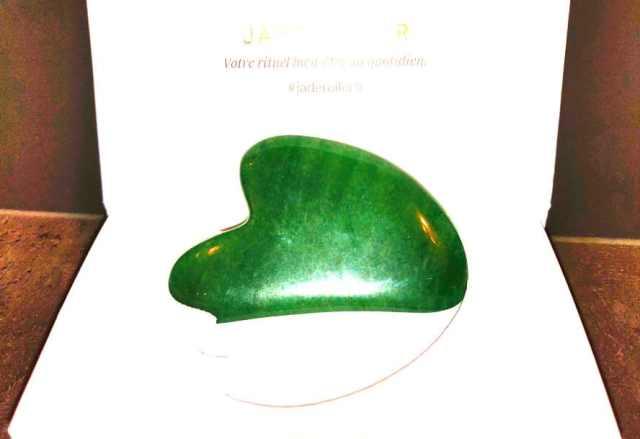 gua sha outil massage visage de beauté naturelle en pierre jade