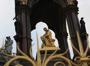 Kensington gardens Albert memorial.