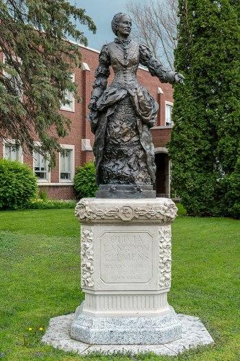 Olivia Langdon Clemens statue