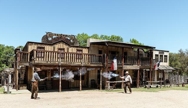 Virginia City - shoot out