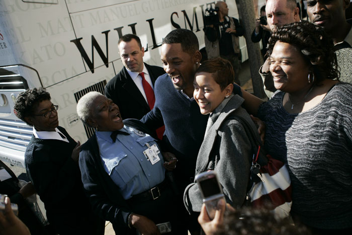 Wednesday, November 19, 2008 Fans embrace Will Smith as he exits the St. Louis Post-Dispatch building Wednesday afternoon. Max Gersh | Post-Dispatch ©2008