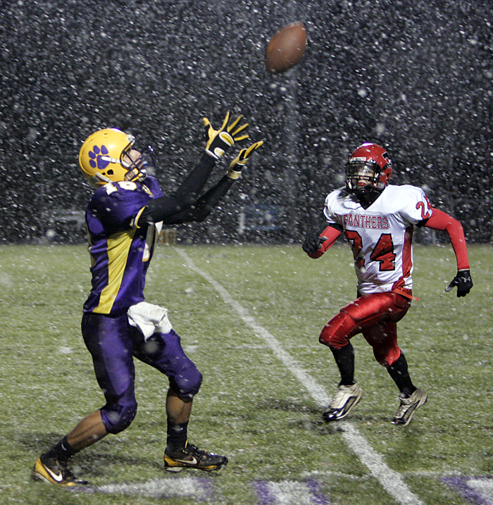 Hagerstown's Brandon Burns reaches for a pass as Jared Souder of Knightstown closes in for a tackle. (C-T photo Max Gersh) ©2010