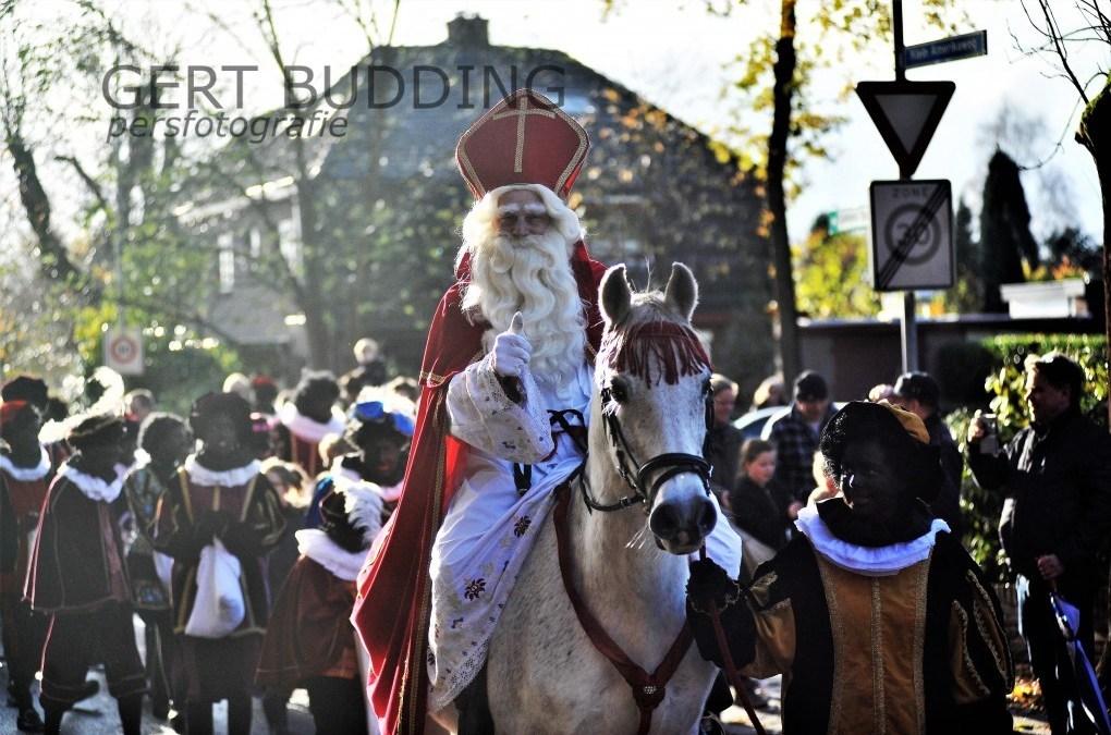 Vrolijke Sinterklaas intocht in Heelsum