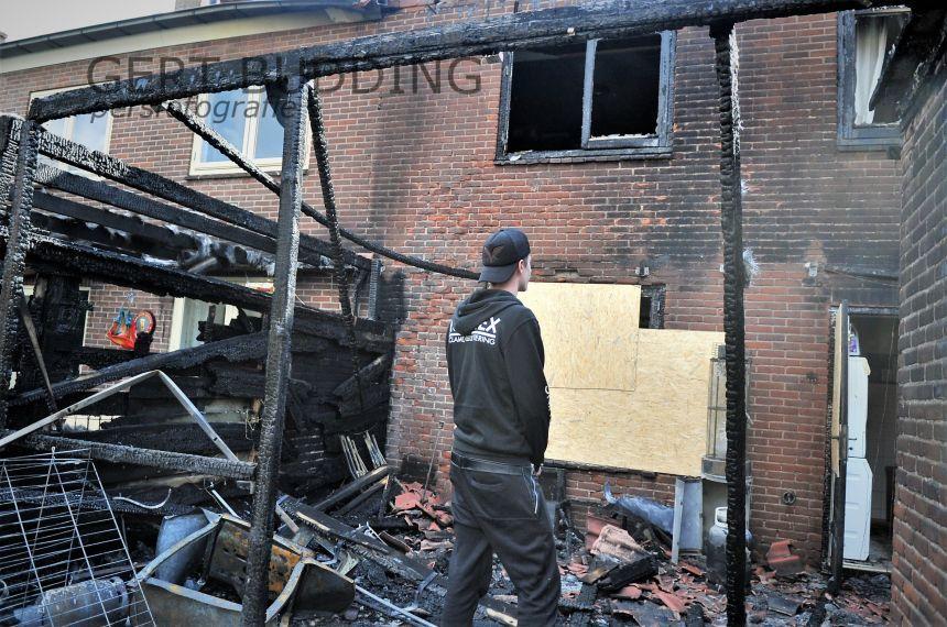 Enorme ravage na brand in twee woningen Doorwerth