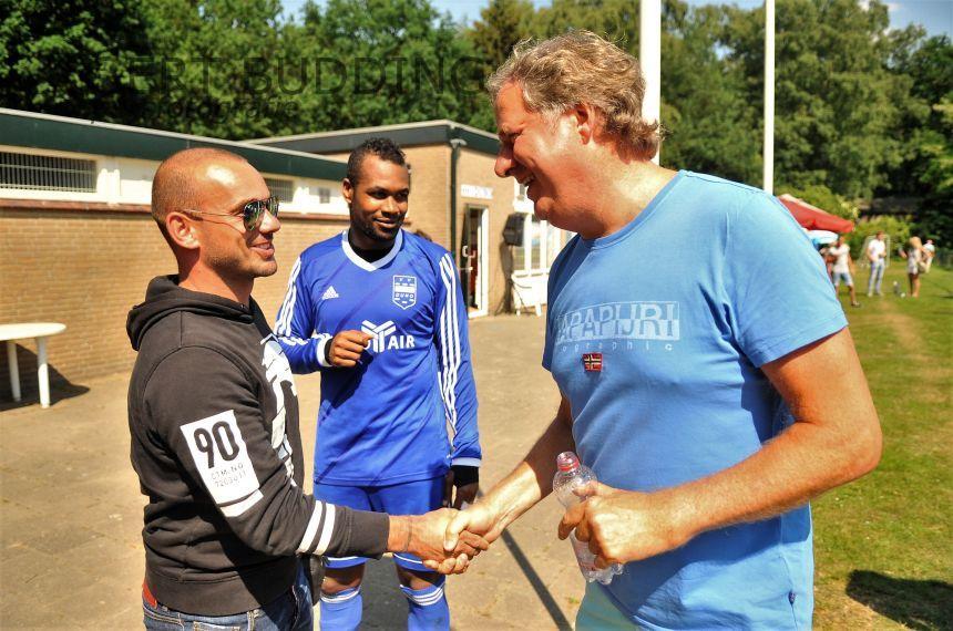 Wesley Sneijder op bezoek bij hoofdkasser Duno
