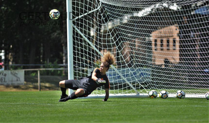 Oranje doelvrouw Jacintha Weimar (Bayern Munchen) in Heelsum getest op strafschoppen