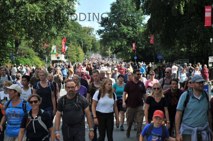 Airborne wandeltocht Oosterbeek: ruim 30.000 deelnemers