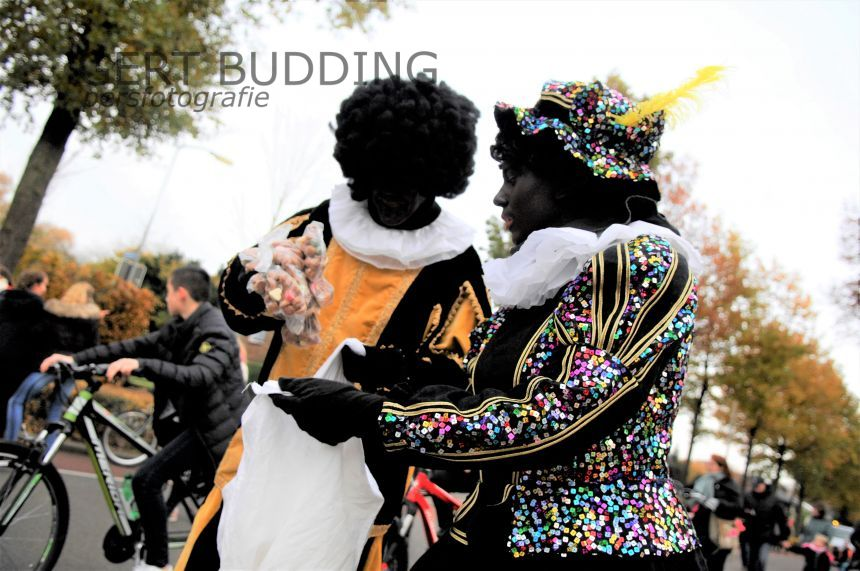 De Sint arriveert in Heelsum met veel zwarte Pieten