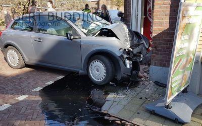 Auto ramt gevel cafetaria Renkum