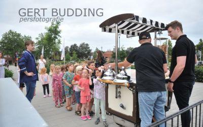 Leerlingen De Atlas Renkum krijgen op laatste school ijsje van La Cosina