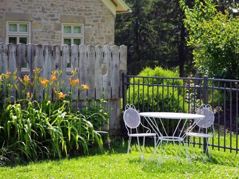 Simple Backyard Ideas For Decorating Your Garden