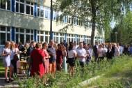 Feierliche Zeugnisausgabe der 10. Jahrgangsstufe_Schuljahr 2019-20_auf dem Schulhof