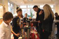 GSP_Weihnachtsmarkt_Die-Schuelerfirma-verkauft-Fair-Trade-Kaffee