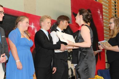 Gesamtschule Petershagen_Abschlussfeier Klasse 10 im SJ 2015-16_ Motto des Abends - Casino Royale_26