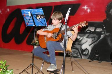 Gesamtschule Petershagen_Abschlussfeier Klasse 10 im SJ 2015-16_ Motto des Abends - Casino Royale_39