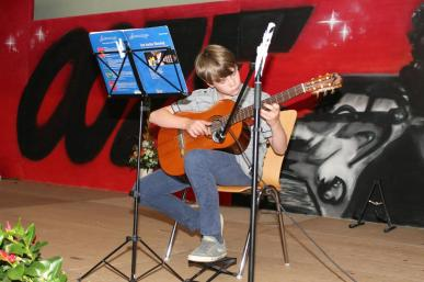 Gesamtschule Petershagen_Abschlussfeier Klasse 10 im SJ 2015-16_ Motto des Abends - Casino Royale_40