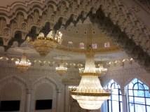 Gesamtschule Petershagen_Exkursion zur Moschee in Berlin Kreuzberg_Kronleuchter im großen Gebetssaal