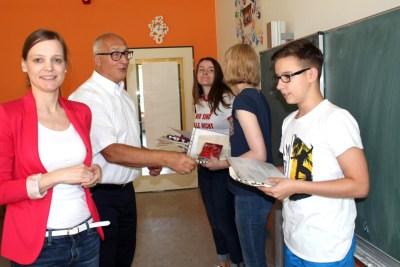 Gesamtschule Petershagen_NFTE-Ausscheid 2017_Auszeichnung durch D. Brueggemann und Th. Enkelmann