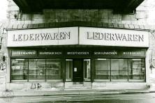 Lederwaren: 1180 Wien, Waehringer Guertel; U-Bahn Waehringer Strasse