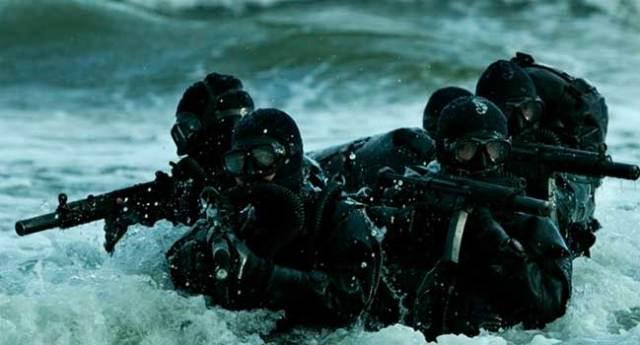 Uma equipe de alto desempenho (foças especiais) da Marinha.