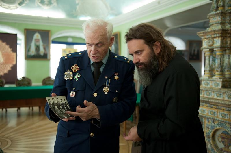 Gagarin, no espaço, nunca disse: «Não vejo  Deus aqui»... falou de sua fé com o coronel Petrov. Gagarin comentou com o coronel Petrov as palavras do Pai Nosso... (5/5)