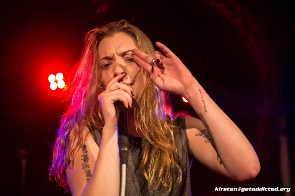 Becca Macintyre von Marmozets live im Blue Shell in Köln 2015, Foto: Kirsten Otto
