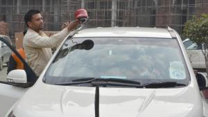red beacon removed, red beacon, getallatoneplace, Nitin Gadkari car