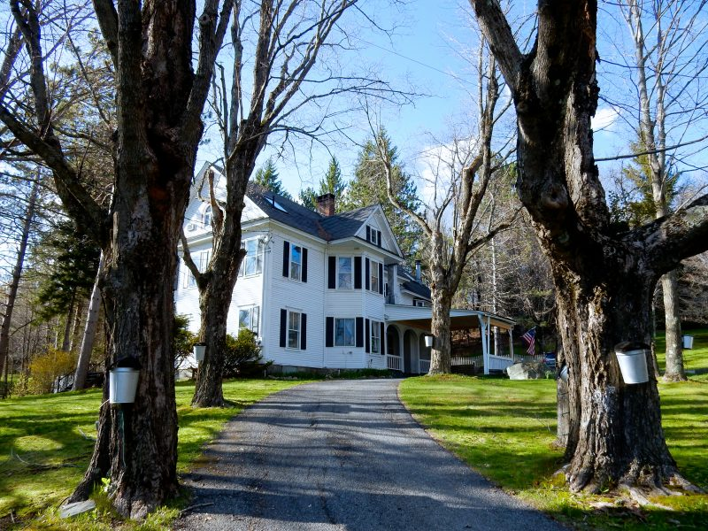 Approach to Wilmington Inn and Tavern, Wilmington VT