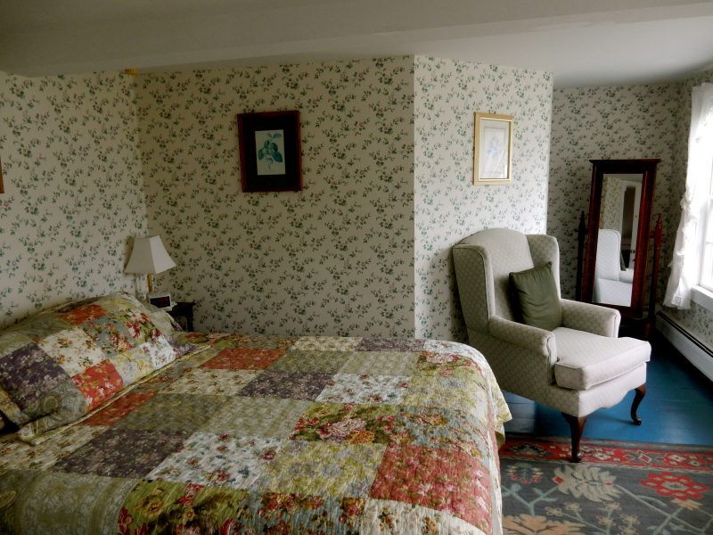 Quaint guestroom, Arcadia's Oceanside Meadows Inn