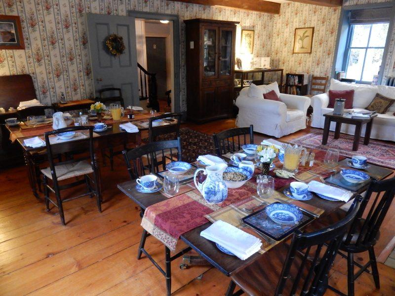 breakfast-room-stone-house-bnb-hurley-ny