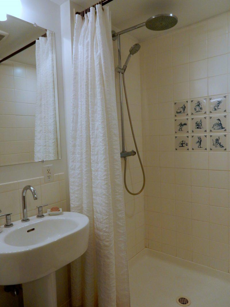 delft-tile-shower-stone-house-bnb-hurley-ny
