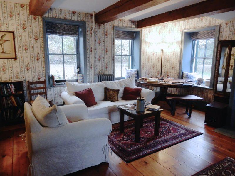 living-room-stone-house-bnb-hurley-ny