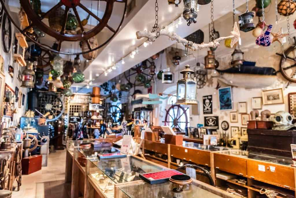 SOS Antiques Interior