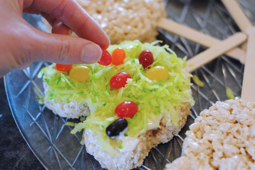 Mickey Treats - Make these cute and easy Mickey Spring Rice Krispy Treats for your family with our copycat Disneyland recipe. Your kids will love helping you make them. Get the how-to on the blog today: www.orsoshesays.com