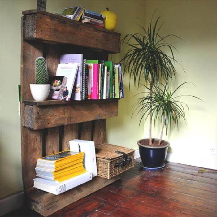 Fantastic small wooden pallets #diybookshelfpallet #bookshelves #storageideas