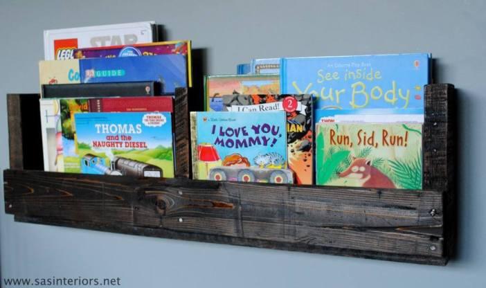 Staggering wall bookshelf plans #diybookshelfpallet #bookshelves #storageideas