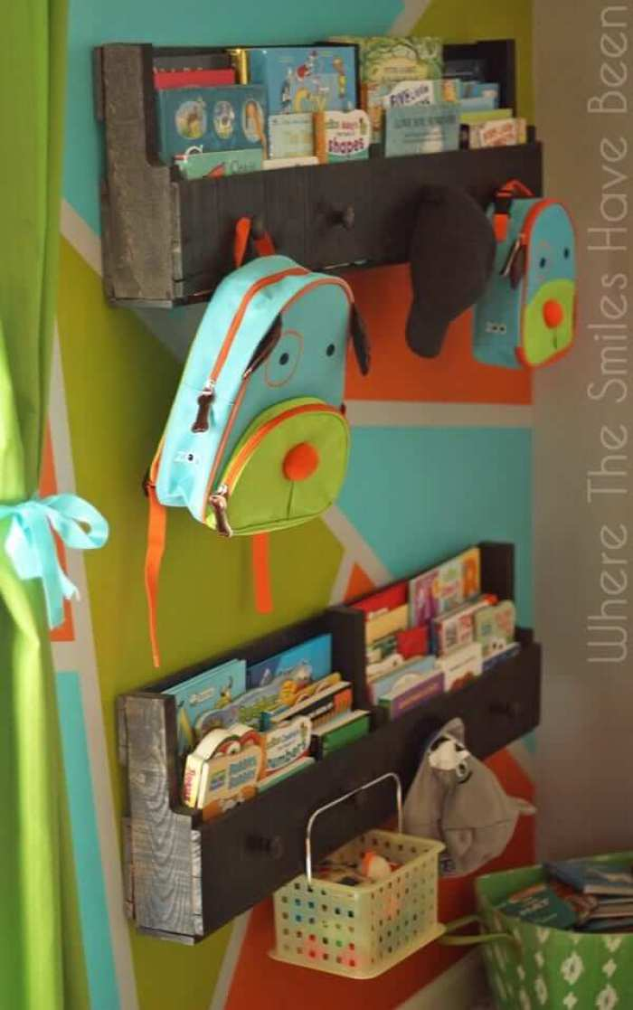 Miraculous diy children's bookshelf #diybookshelfpallet #bookshelves #storageideas