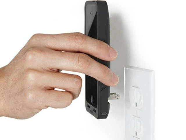 Prong PocketPlug Case and Charger for iPhone 5/5s