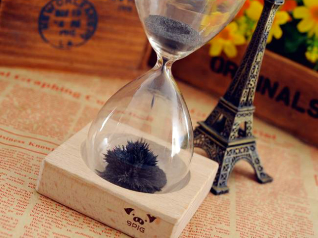 Magnetic Sand Hourglass Creates Art in a Minute