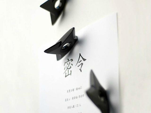 Black Ninja Shuriken Magnet