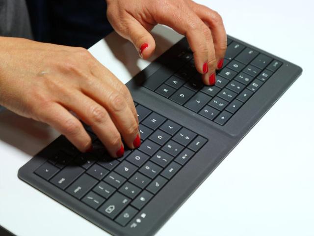 Microsoft Universal Foldable Keyboard – the Perfect Travel Companion