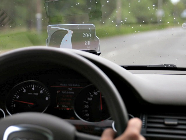Hudway Glass Adds Head-Up Display to your Car