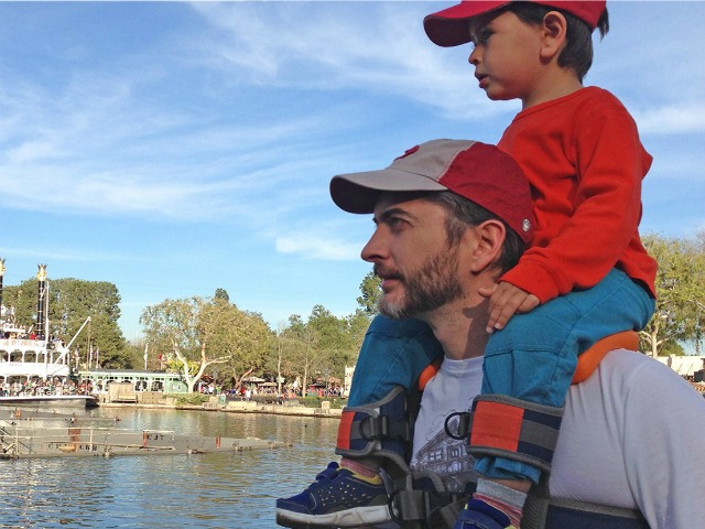 SaddleBaby Makes Hands-Free Shoulder Rides Possible
