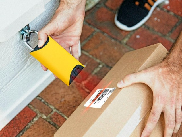 BoxLock Stops your Deliveries from Being Pinched