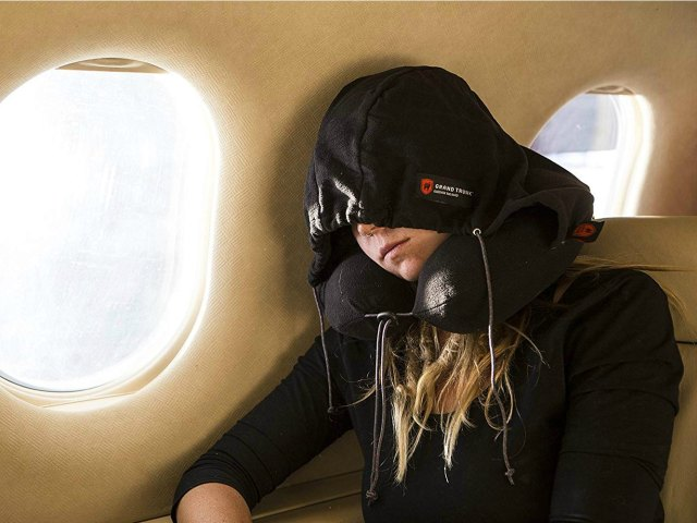 Hooded Neck Pillow – Smarter Way to Travel