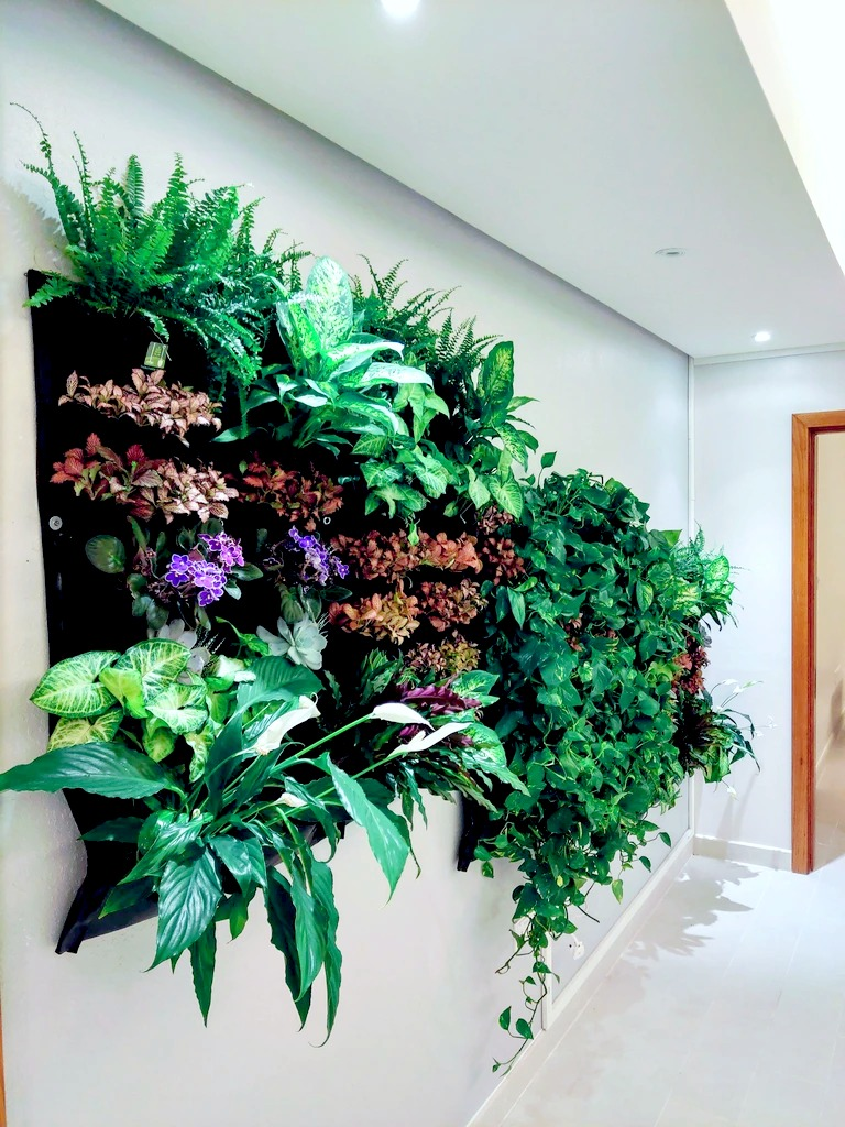 Indoor-Vertical-Planter