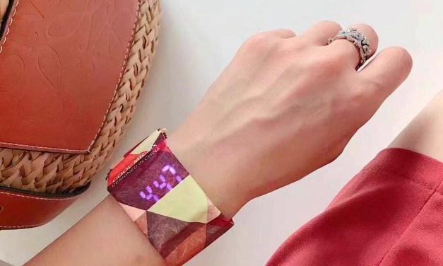 Waterproof Paper Watch – Digital Wristwatch Hidden in a Paper Wristband