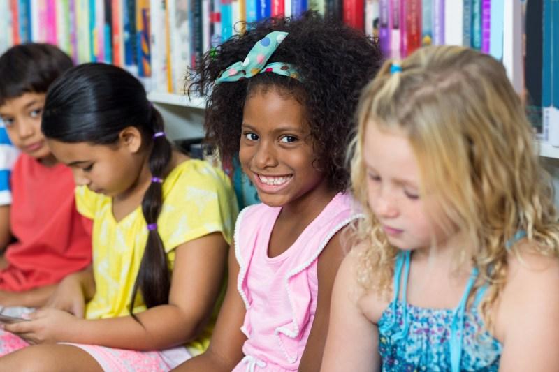 Kids reading on iPads